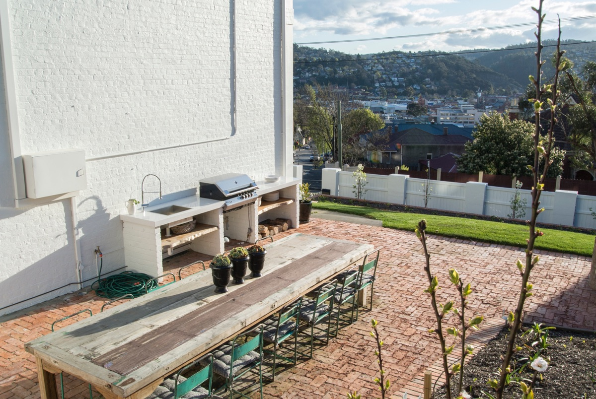 Highfield-House-outdoor-BBQ-area