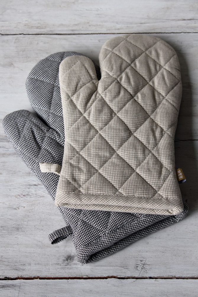 Raine Humble gingham oven gloves