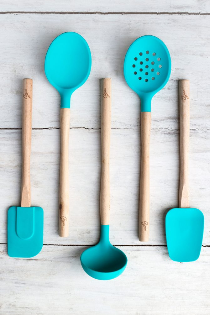 Agee kitchen utensils range in blue