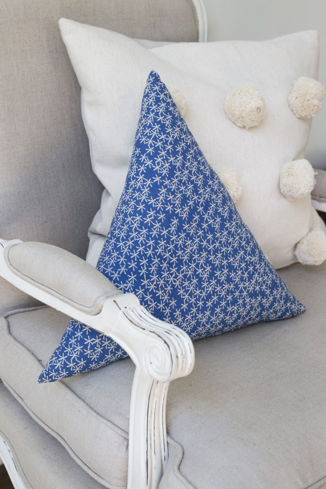 triangle cushion blue daisy