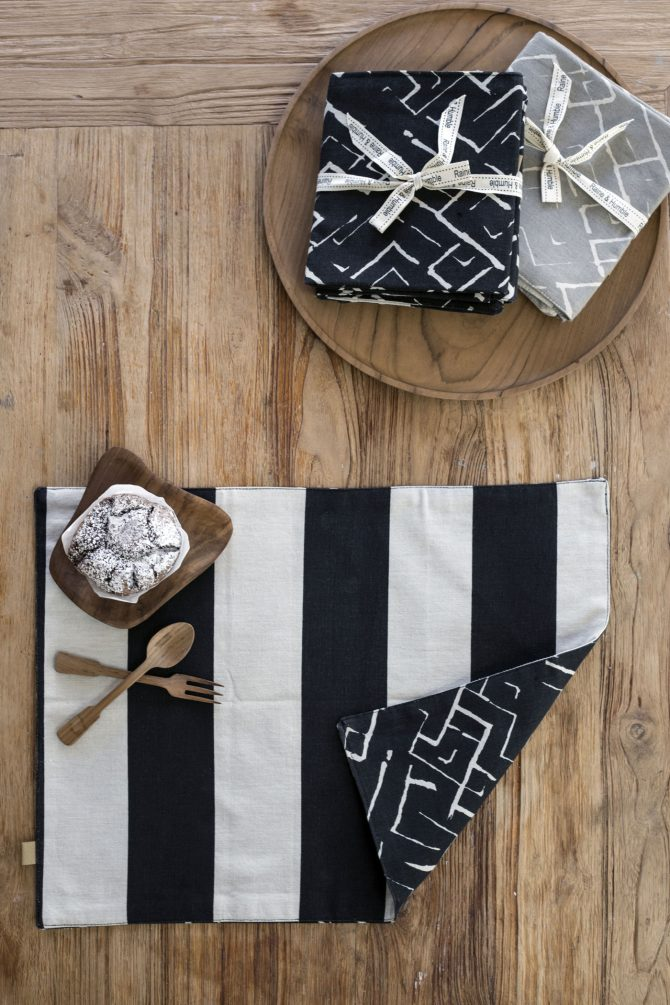 block stripe black placemat