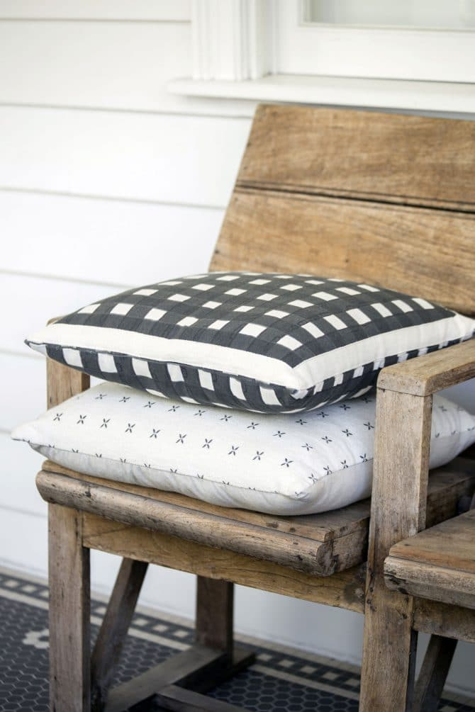 check cushion black