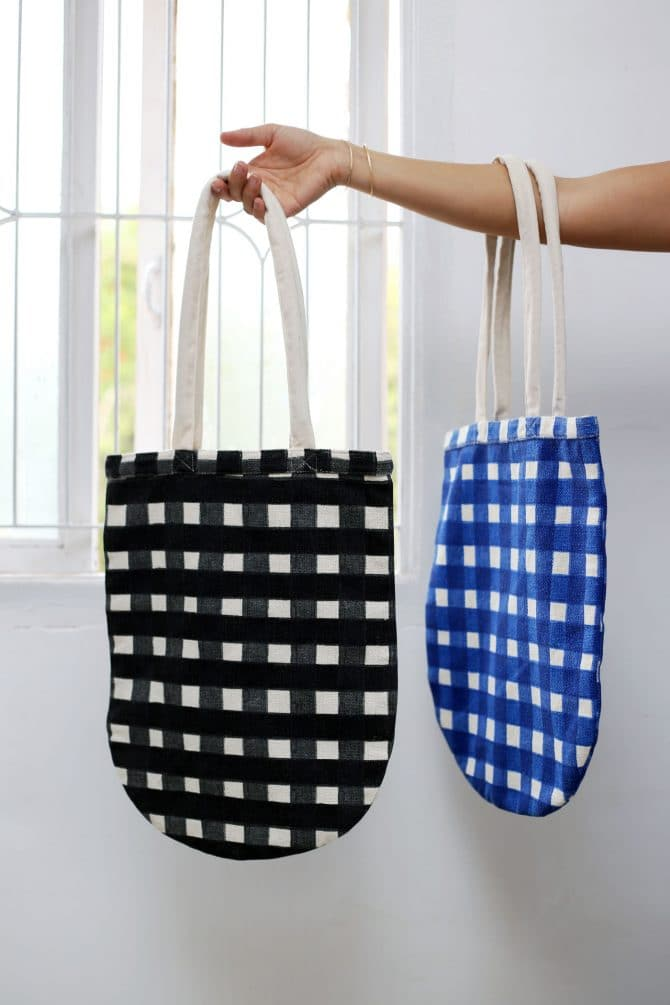 checked tote bags
