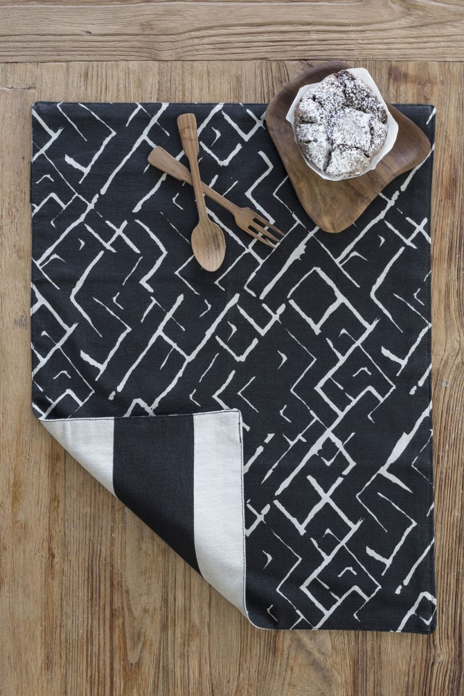reversible black placemat